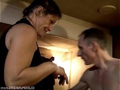 Skanky old spunker enjoys a sticky facial cumshot