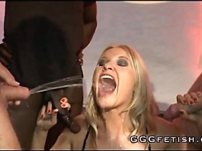 Girls gives sucking and gets pissing