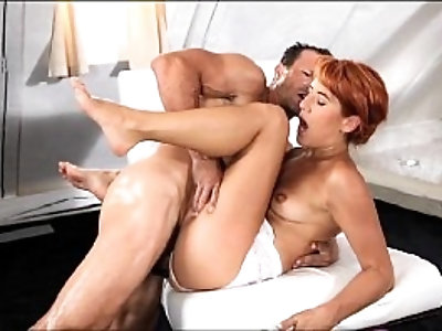 StrapOn Mature shows her she can take it in both of her holes